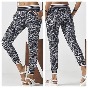 NWT Fabletics Eve Printed Jogger Pant